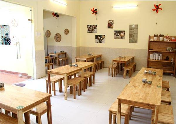 Bộ bàn ghế gỗ tự nhiên cho nhà hàng